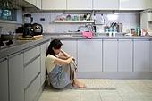 여성, 스트레스, 산후우울증 (질병), 가정주방 (주방), 걱정 (어두운표정)