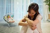 아기 (나이), 엄마, 돌보기 (컨셉), 육아맘, 신생아 (0-1개월), 우울 (슬픔), 스트레스