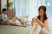 아기 (나이), 엄마, 돌보기 (컨셉), 육아맘, 신생아 (0-1개월), 스트레스, 갈등, 부부, 커뮤니케이션문제 (커뮤니케이션)