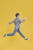 한국인, 대학생, 신입생, 점프, 점프 (물리적활동), 활력 (컨셉), 달리기 (물리적활동), 움직이는활동 (활동), 행복