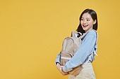 한국인, 대학생, 신입생, 상업이벤트 (사건), 여학생, 여성 (성별), 청년여자 (성인여자), 배낭 (가방), 즐거움 (컨셉), 행복