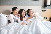 여성, 호텔, 휴가, 휴양 (컨셉), 미소, 리모콘 (전기용품)