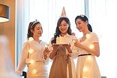 여성, 호텔, 호캉스, 미소, 친구, 연말파티, 케이크, 생일 (사건)
