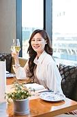호텔, 호캉스, 서비스, 뷔페 (식사), 미소, 혼밥, 샴페인 (와인)