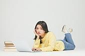 한국인, 대학생, 청년 (성인), 신입생, 취업준비생 (역할), 취업준비생, 지루함 (컨셉), 걱정 (어두운표정), 고역 (컨셉)