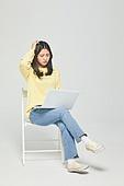 한국인, 대학생, 청년 (성인), 신입생, 취업준비생 (역할), 취업준비생, 노트북컴퓨터 (개인용컴퓨터), 피로 (물체묘사), 고역 (컨셉)