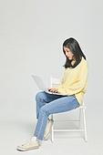 한국인, 대학생, 청년 (성인), 신입생, 취업준비생 (역할), 취업준비생, 노트북컴퓨터 (개인용컴퓨터), 놀람 (컨셉)