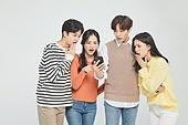 한국인, 성인 (나이), 대학생, 청년 (성인), 스마트폰, 놀람 (컨셉), 걱정