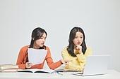 한국인, 대학생, 청년 (성인), 라이프스타일, 신입생, 취업준비생, 캠퍼스, 토론 (커뮤니케이션), 대화 (말하기), 집중, 생각 (컨셉)