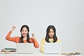 한국인, 대학생, 청년 (성인), 라이프스타일, 신입생, 취업준비생, 캠퍼스, 도전, 비교, 고용문제 (주제), 경쟁 (컨셉), 라이벌 (컨셉)