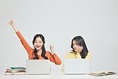 한국인, 대학생, 청년 (성인), 라이프스타일, 신입생, 취업준비생, 캠퍼스, 도전, 비교, 고용문제 (주제), 라이벌 (컨셉), 경쟁 (컨셉)