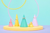 백그라운드, 사람없음, 오브젝트 (묘사), 컬러, 파스텔톤, 도형, 기하학모양, 원뿔, 원형 (이차원모양), 장난감블록, 블록모양, 실내, 스튜디오촬영, 반지, 쥬얼리, 진주 (쥬얼리)