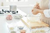 가정주방 (주방), 음식재료 (음식), 요리하기 (음식준비), 레시피, 숙주나물 (나물), 건조 (상태), 쥐어짜기