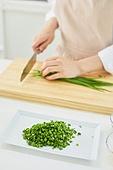 가정주방 (주방), 음식재료 (음식), 요리하기 (음식준비), 레시피, 부추, 썰기
