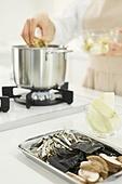 가정주방 (주방), 음식재료 (음식), 요리하기 (음식준비), 레시피, 만두 (한식), 끓이기 (상태), 대파 (채소)