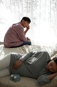 남성, 스트레스, 쿠바드증후군, 임신 (물체묘사), 걱정 (어두운표정)