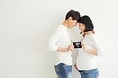 커플, 임신 (물체묘사), 초음파 (의료진단도구), 어깨동무, 미소