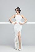 흰색 (색), 드레스, 고급 (컨셉), 멋 (컨셉), 여성, 포즈 (몸의 자세)