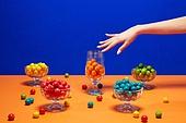 사람손, 손짓, 뷰티, 쥬얼리, 아름다움, 의료성형뷰티, 레트로스타일 (컨셉), 뉴트로, 20세기스타일 (스타일), 손톱 (손가락), 네일아트, 사탕, 풍선껌