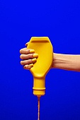 사람손, 사람팔, 뷰티, 아름다움, 의료성형뷰티, 손가락, 레트로스타일 (컨셉), 20세기스타일 (스타일), 컬러, 손톱 (손가락), 네일아트, 뉴트로, 머스타드소스, 노랑색 (색)