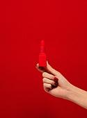사람손, 사람팔, 뷰티, 쥬얼리, 아름다움, 의료성형뷰티, 손가락, 레트로스타일 (컨셉), 20세기스타일 (스타일), 컬러, 손톱 (손가락), 네일아트, 뉴트로, 빨강, 립스틱