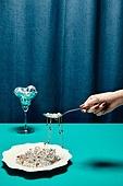 한국인, 사람손, 뷰티, 쥬얼리, 의료성형뷰티, 손가락, 레트로스타일 (컨셉), 뉴트로, 20세기스타일 (스타일), 목걸이 (쥬얼리), 손톱 (손가락), 네일아트