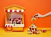 한국인, 사람손, 뷰티, 쥬얼리, 의료성형뷰티, 손가락, 레트로스타일 (컨셉), 뉴트로, 20세기스타일 (스타일), 선물 (인조물건), 선물상자 (상자), 손톱 (손가락), 네일아트