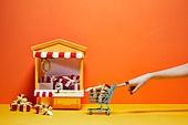 한국인, 사람손, 뷰티, 쥬얼리, 의료성형뷰티, 손가락, 레트로스타일 (컨셉), 뉴트로, 20세기스타일 (스타일), 선물 (인조물건), 선물상자 (상자), 쇼핑카트 (소매업장비), 손톱 (손가락), 네일아트