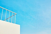 빛 (자연현상), 백그라운드, 햇빛, 사람없음, 실외, 야외계단 (계단), 발코니 (건축특징), 지붕 (건물특징), 하늘