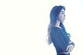 미녀, 팔짱[혼자] (몸의 자세), 생각 (컨셉)