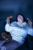 군것질, 야식, 패스트푸드 (테이크아웃), 먹기, 과식 (먹기), 배고픔, 비만, 비만 (건장한체격), 케이크조각 (케이크), 후라이드치킨 (닭고기)