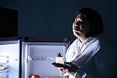 야식, 먹기, 군것질 (Food And Drink), 케이크, 케이크조각 (케이크), 갈등, 걱정 (어두운표정), 선택장애, 다이어트