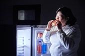 군것질, 야식, 패스트푸드 (테이크아웃), 먹기, 과식 (먹기), 폭식증 (섭식장애), 먹기 (입사용), 배고픔 (물체묘사), 햄버거