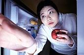 야식, 먹기, 먹기 (입사용), 과식 (먹기), 폭식증 (섭식장애), 배고픔 (물체묘사), 비만, 냉장고, 사과