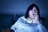 군것질, 야식, 패스트푸드 (테이크아웃), 먹기, 과식 (먹기), 배고픔, 비만, 비만 (건장한체격), 케이크조각 (케이크), 배고픔 (물체묘사)