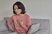폐경기 (컨셉), 중년여자 (성인여자), 증상, 흉통 (질병), 두근두근 (감정)