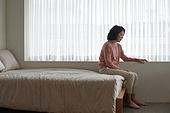 폐경기 (컨셉), 중년여자 (성인여자), 증상, 우울 (슬픔), 침실, 침대