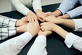 종교, 기독교, 기도 (커뮤니케이션컨셉), 찬양, 감사, 감사기도, 성경말씀 (기독교용어), 선교사 (역할), 회개, 성경 (성서), 여러명[3-5] (사람들), 사람손 (주요신체부분), 행동 (모션), 천주교