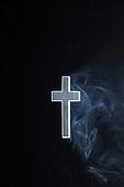종교, 기독교, 기도 (커뮤니케이션컨셉), 찬양, 감사, 감사기도, 평화, 성경말씀 (기독교용어), 회개, 성경 (성서), 천주교, 십자가, 연기 (물리적구조), 역광, 빛 (자연현상)