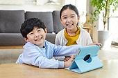 어린이 (나이), 공부 (움직이는활동), 디지털, 교과서, 미소, 남매