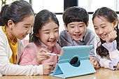 어린이 (나이), 공부 (움직이는활동), 디지털, 교과서, 미소