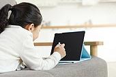 어린이 (나이), 소녀, 공부 (움직이는활동), 디지털, 교과서