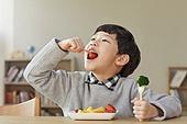 어린이 (나이), 채소, 먹기, 건강식 (Food And Drink), 미소, 밝은표정, 즐거움