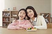 어린이 (나이), 채소, 편식, 미소, 회피 (움직이는활동), 밝은표정