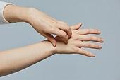 아토피피부염 (피부트러블), 피부염 (질병), 피부트러블 (질병), 질병 (건강이상), 아토피피부염, 피부염, 피부트러블, 긁기, 피부과, 사람피부 (주요신체부분), 의료성형뷰티 (주제)