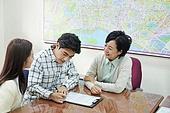 부동산정책 (부동산), 중개인 (판매업), 거래, 조언 (컨셉), 신혼부부 (부부)