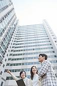 부동산정책 (부동산), 중개인 (판매업), 거래, 조언 (컨셉), 신혼부부 (부부), 아파트, 미소