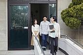 부동산정책 (부동산), 중개인 (판매업), 거래, 조언 (컨셉), 신혼부부 (부부), 미소, 만족