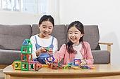어린이 (나이), 장난감, 교육 (주제), 재미, 소녀, 장난감모빌 (장난감)