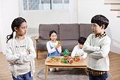 어린이 (나이), 장난감, 교육 (주제), 재미, 친구, 싸움 (물리적활동), 불만